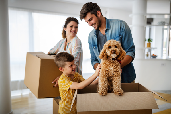 family-moving-with-dog